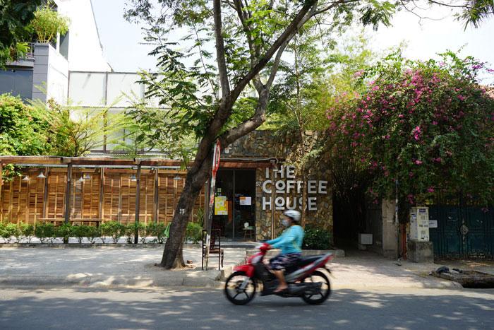 Nhà hàng, quán ăn, tiệm tóc, trà sữa, cà phê... đóng cửa treo biển chung tay chống dịch - Ảnh 8.