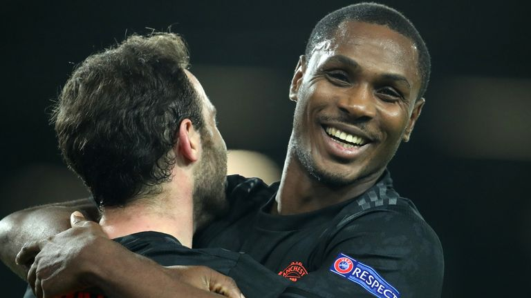 Man Utd loanee Odion Ighalo offered £400k-a-week deal by Shanghai Shenhua - Bóng Đá