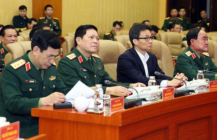 Đại tướng Ngô Xuân Lịch (Bộ trưởng Quốc phòng) và Phó thủ tướng Vũ Đức Đam (giữa) theo dõi và chì đạocuộc diễn tập. Ảnh: VGP