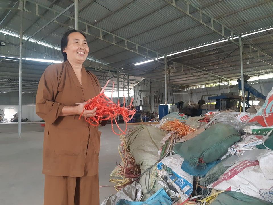 """Nữ """"đại gia chân đất"""" Bắc Giang bất ngờ ủng hộ 50 tấn gạo chống Covid-19 - 3"""