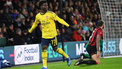 Arsenal tìm cách 'trói chân' Saka