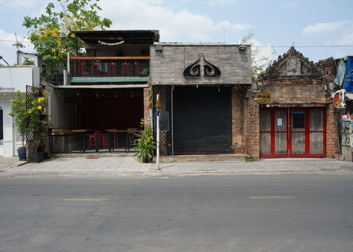 Nhà hàng, quán ăn, tiệm tóc, trà sữa, cà phê... đóng cửa treo biển chung tay chống dịch - Ảnh 3.