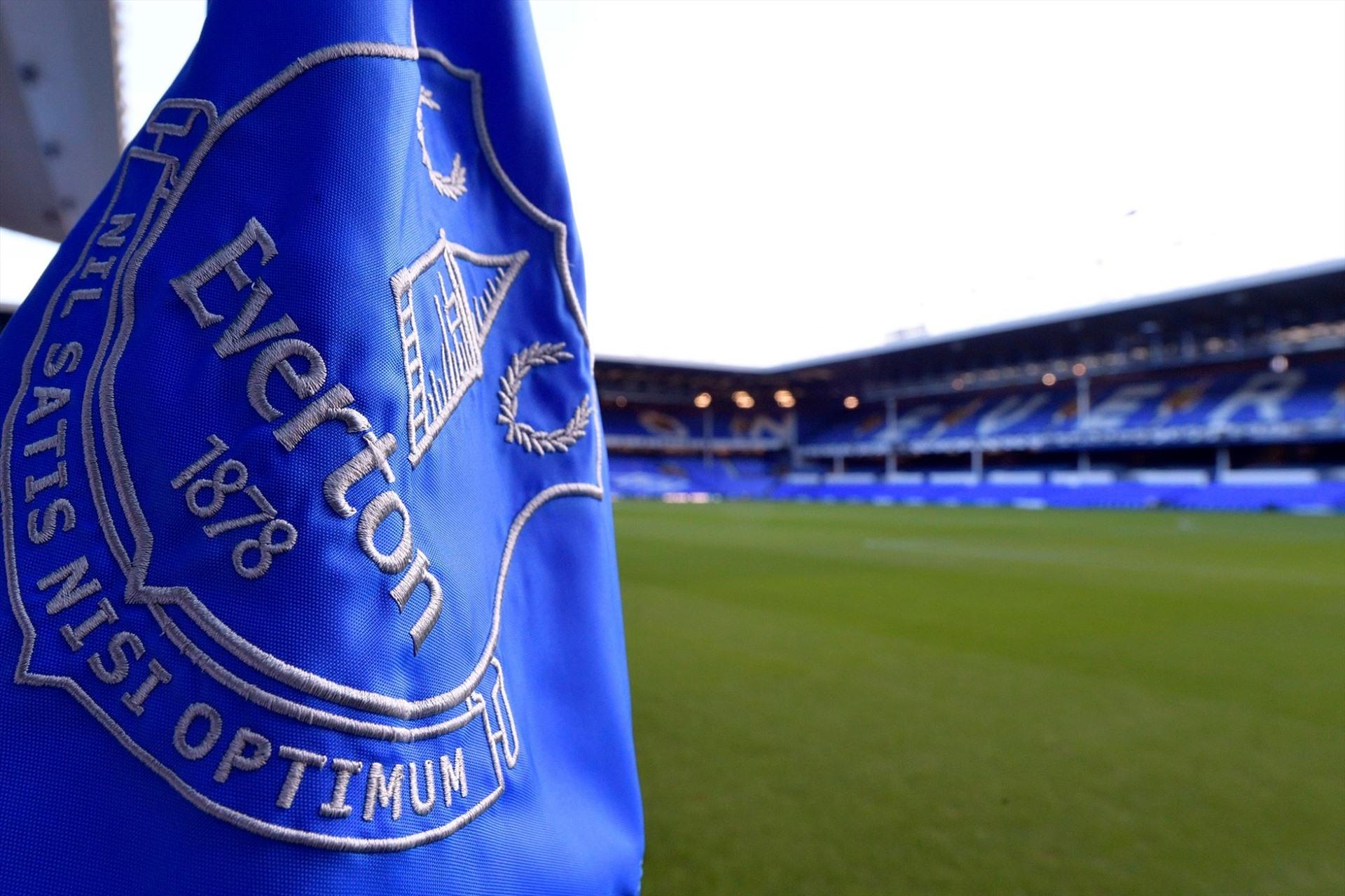 Everton tự cách ly để phòng ngừ COVID-19.