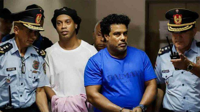 Ronaldinho ngồi tù bị nghi nhiễm Covid-19: Bạo chi 1,6 triệu USD có sớm tại ngoại? - 1