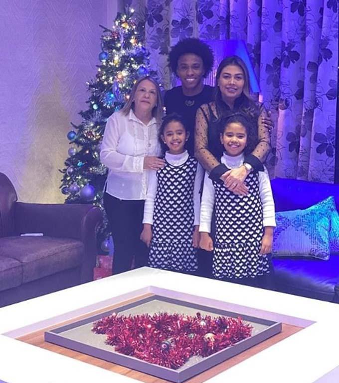 Gia đình Willian đang sống hạnh phúc tại London