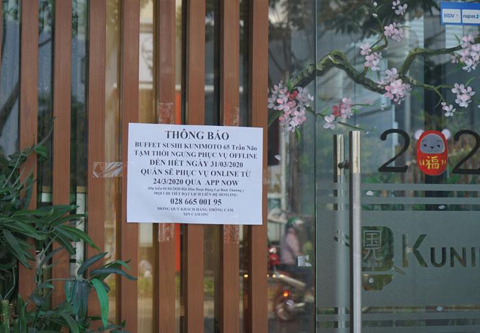 Nhà hàng, quán ăn, tiệm tóc, trà sữa, cà phê... đóng cửa treo biển chung tay chống dịch - Ảnh 16.