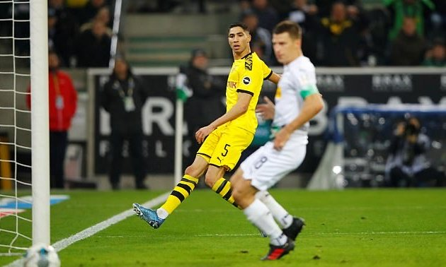 Real Madrid 'looking to reward Achraf Hakimi with new long-term contract' when he returns back from loan at Borussia Dortmund this summer - Bóng Đá