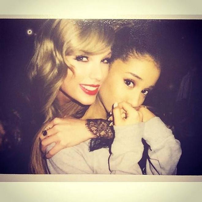 Taylor Swift và Ariana Grande giúp đỡ tài chính cho người hâm mộ trong dịch Covid-193