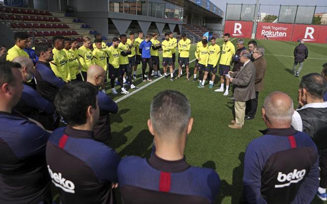 """""""Ông trùm"""" Messi & đồng đội khiến Barca """"ngắc ngoải"""" vì hành động này - 1"""