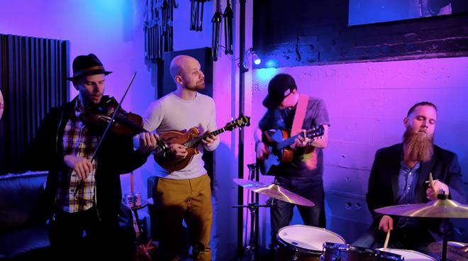 'Ghen cô Vy' được nhóm nhạc Mỹ cover theo phong cách mới - ảnh 1