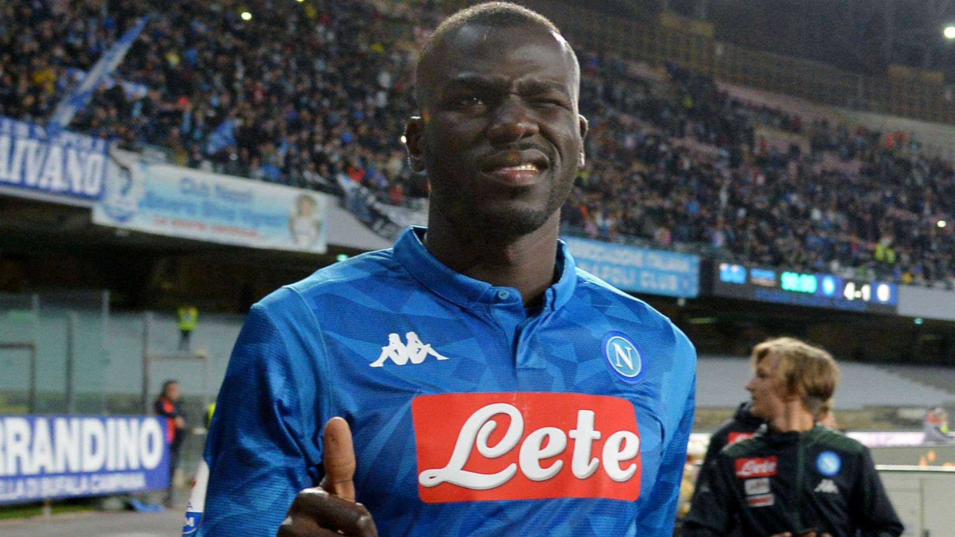 Napoli chốt giá bán Koulibaly, Maguire chính thức