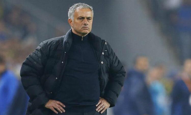 Mourinho đang đối mặt với bài toán hóc búa tại Tottenham. Ảnh: Reuters.