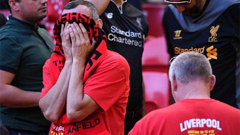 Fan Liverpool hoảng loạn khi Premier League bị hoãn vì virus corona