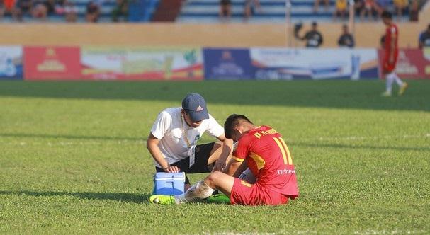 Tin tức bóng đá Việt Nam 27/2: CLB TP.HCM nhận đòn đau từ Lee Nguyễn