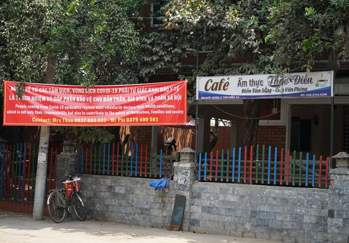 Nhà hàng, quán ăn, tiệm tóc, trà sữa, cà phê... đóng cửa treo biển chung tay chống dịch - Ảnh 14.