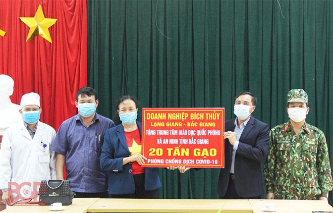 """Nữ """"đại gia chân đất"""" Bắc Giang bất ngờ ủng hộ 50 tấn gạo chống Covid-19 - 4"""
