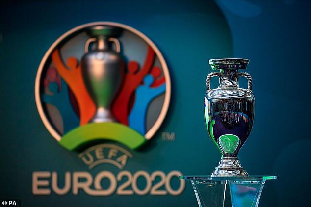 Hoãn Euro thì dễ, kết thúc mùa 2019-2020 mới là thử thách khó như lên trời - Ảnh 1.