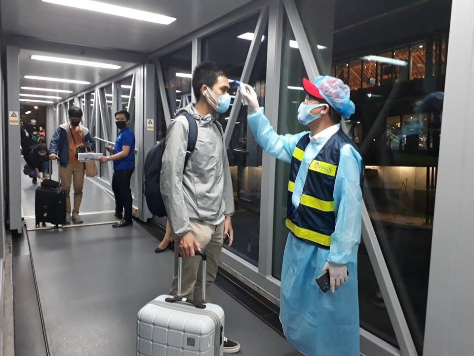 180 công dân Việt Nam từ Philippines về nước an toàn - 1