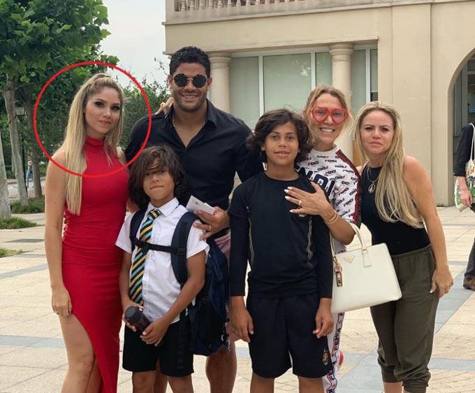 Hulk đã cưới cháu gái của vợ cũ (khoanh đỏ) sau khi ly dị vợ (đeo kính)