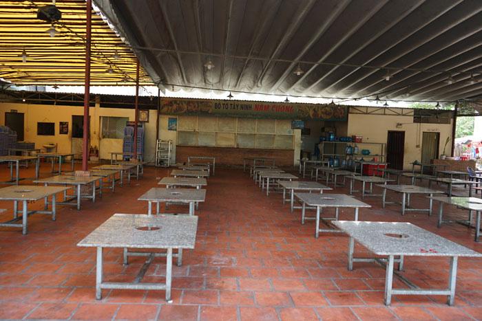 Nhà hàng, quán ăn, tiệm tóc, trà sữa, cà phê... đóng cửa treo biển chung tay chống dịch - Ảnh 12.