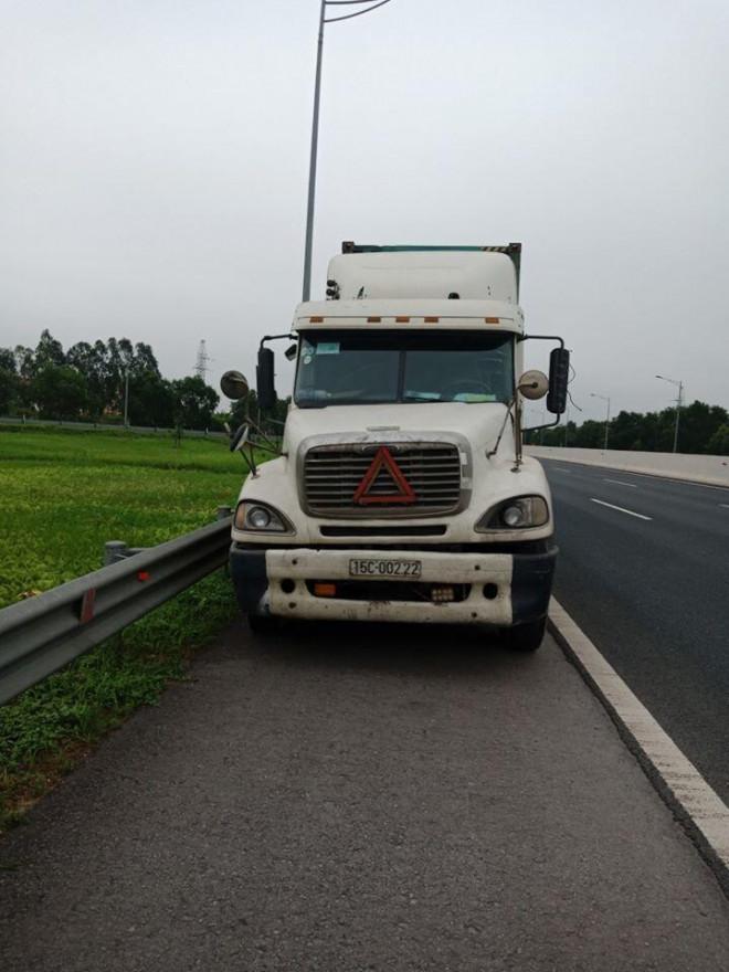 Xe container đi lùi 200m trên cao tốc Hà Nội - Hải Phòng - 1