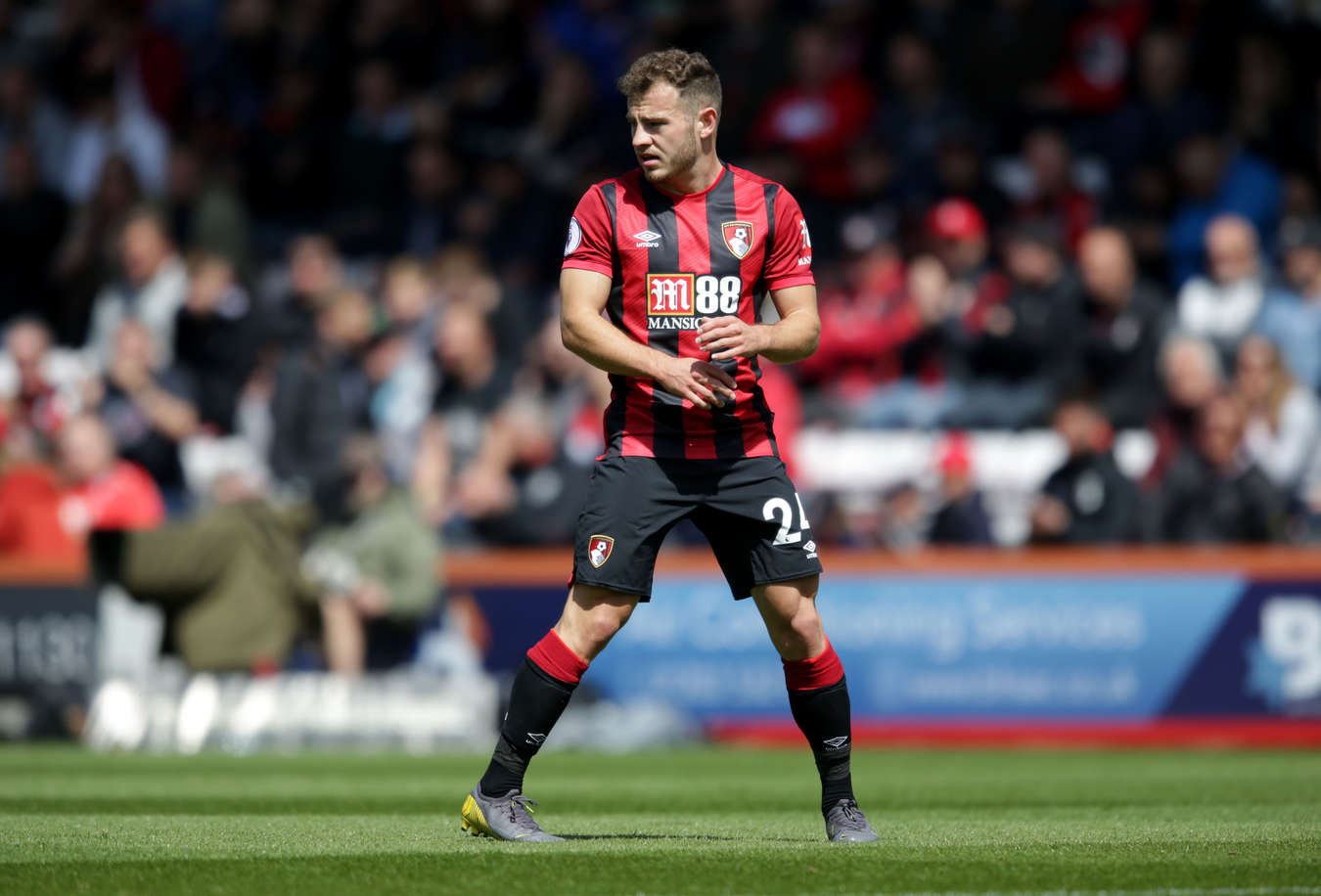 Arsenal keen on signing Bournemouth star Ryan Fraser on free transfer   Read more: https://metro.co.uk/2020/03/25/arsenal-keen-signing-bournemouth-star-ryan-fraser-free-transfer-12456924/?ito=cbshare  Twitter: https://twitter.com/MetroUK | Facebook: https://www.facebook.com/MetroUK/ - Bóng Đá