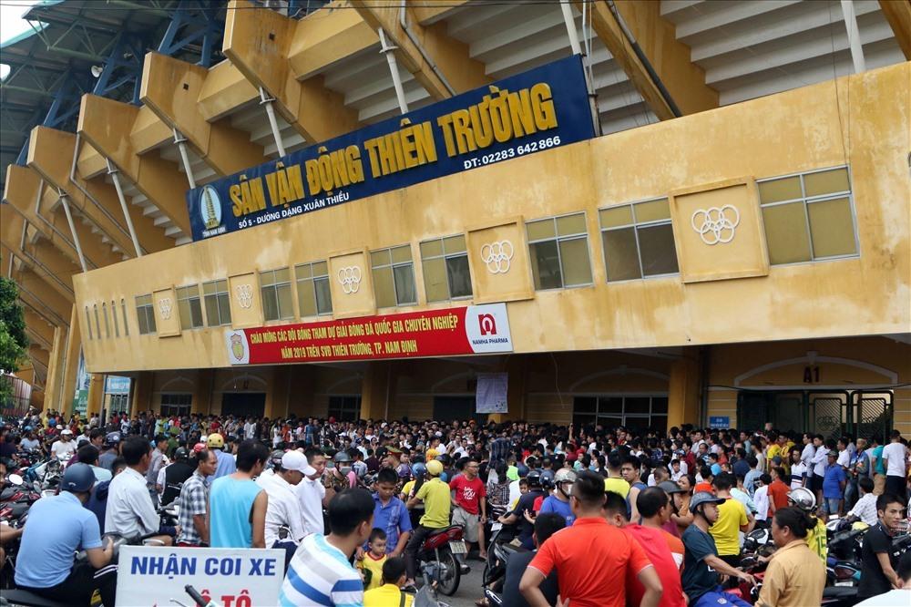 Sân vận động Thiên Trường có thể sẽ là sân nhà của Hoàng Anh Gia Lai. Ảnh: Hữu Phạm