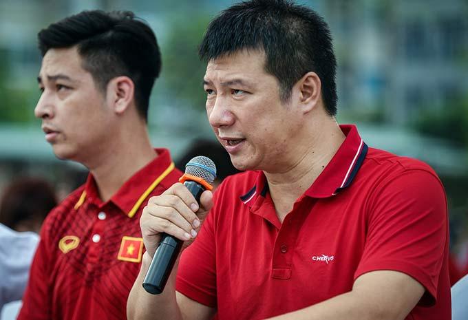 Với Quang Huy, có nhiều cách để truyền cảm hứng chứ không nhất thiết phải gào lên làm gì cả.