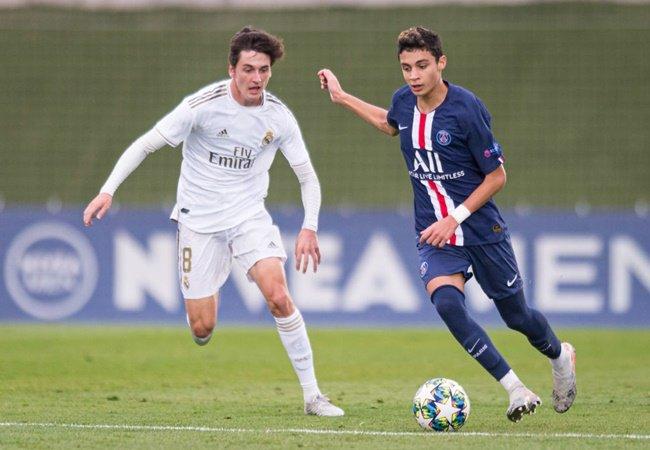 Chelsea are 'eyeing summer move for Paris Saint-Germain starlet Kays Ruiz-Atil' as the midfielder enters final year of his deal - Bóng Đá