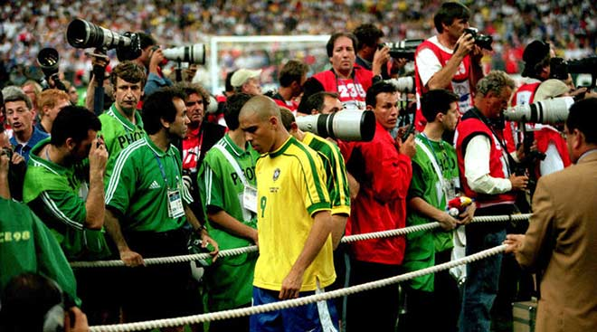 """Ronaldo """"béo"""" chung kết World Cup 1998: Nghi án mua giải chấn động? - 1"""