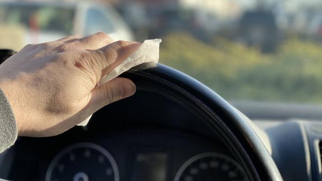 Vệ sinh khoang lái thường xuyên cũng giúp giảm thiểu nguy cơ lây lan virus.