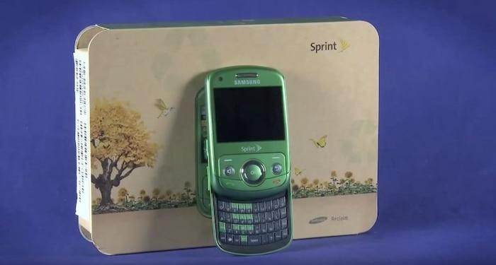 Samsung Reclaim (2009): Cũng giống như nhiều chiếc điện thoại khác cùng thời, Samsung Reclaim có phần bàn phím trượt. Dù vậy, điểm thực sự khiến chiéc điện thoại này nổi bật lại là thiết kế thân thiện với môi trường của nó. Theo đó, chiếc điện thoại nói trên có thân máy cấu thành từ nhựa tái chế trong khi đó phần hộp máy được làm từ giấy tái chế, theo CNET.