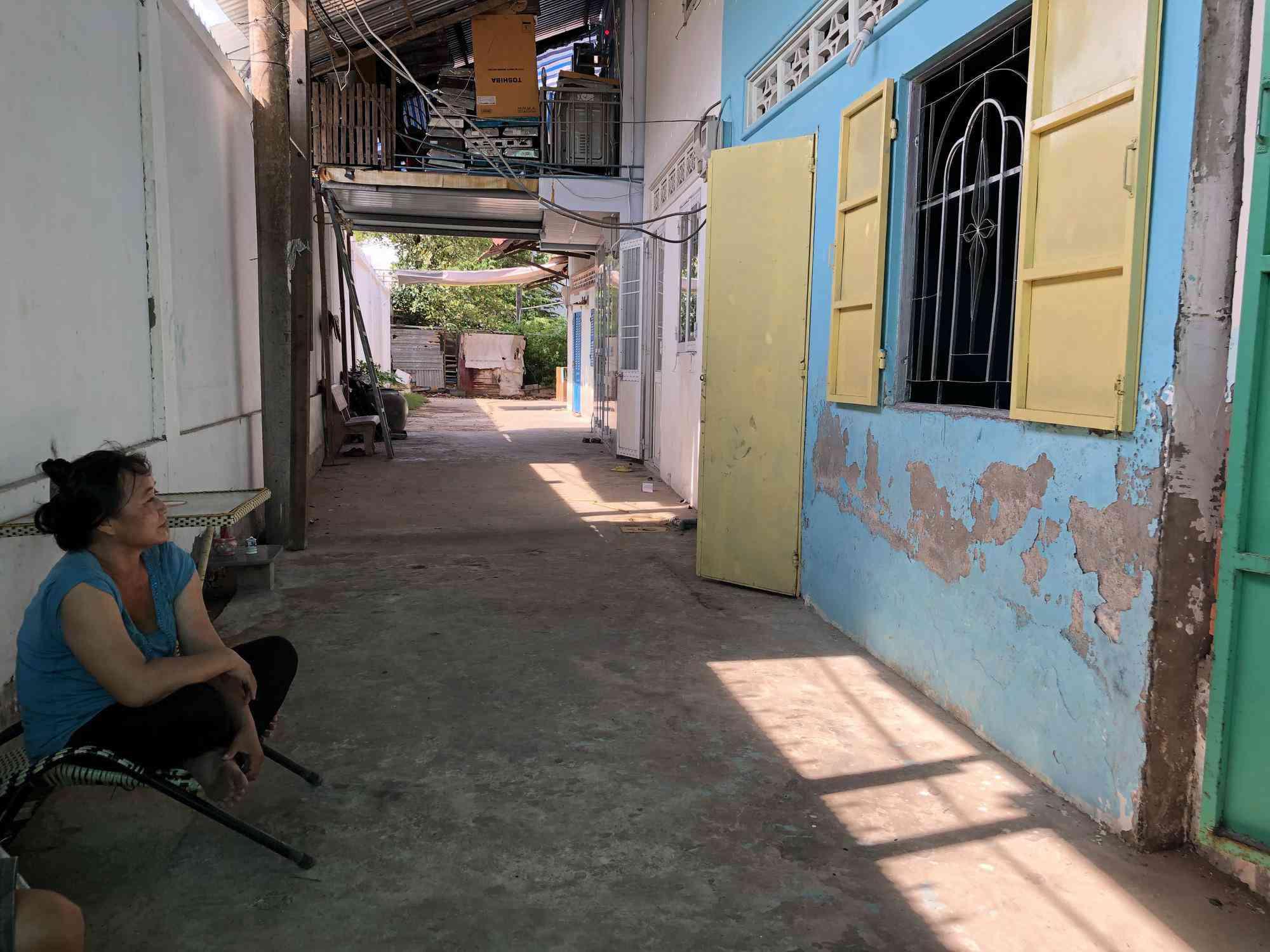 nguoi ban hang rong chi mat 20 giay de vao khu cach ly covid-19 benh vien da khoa bac lieu - 6