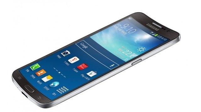 Samsung Galaxy Round (2013): Màn hình cong trong vài năm trở lại đây trở thành một trong những đặc trưng hấp dẫn nhất trên điện thoại cao cấp của Samsung, thế nhưng mọi thứ đã bắt đầu từ năm 2013 với Galaxy Round. Đây là một chiếc điện thoại có phần màn hình lõm vào bên trong theo bề ngang để người dùng có thể cầ máy thoải mái hơn mặc dù kích thước của nó có thể khá lớn.Samsung ra mắt chiếc máy này tại Hàn Quốc vào tháng 10 năm 2013.