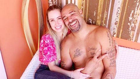 Adriano phủ nhận đính hôn với bồ trẻ