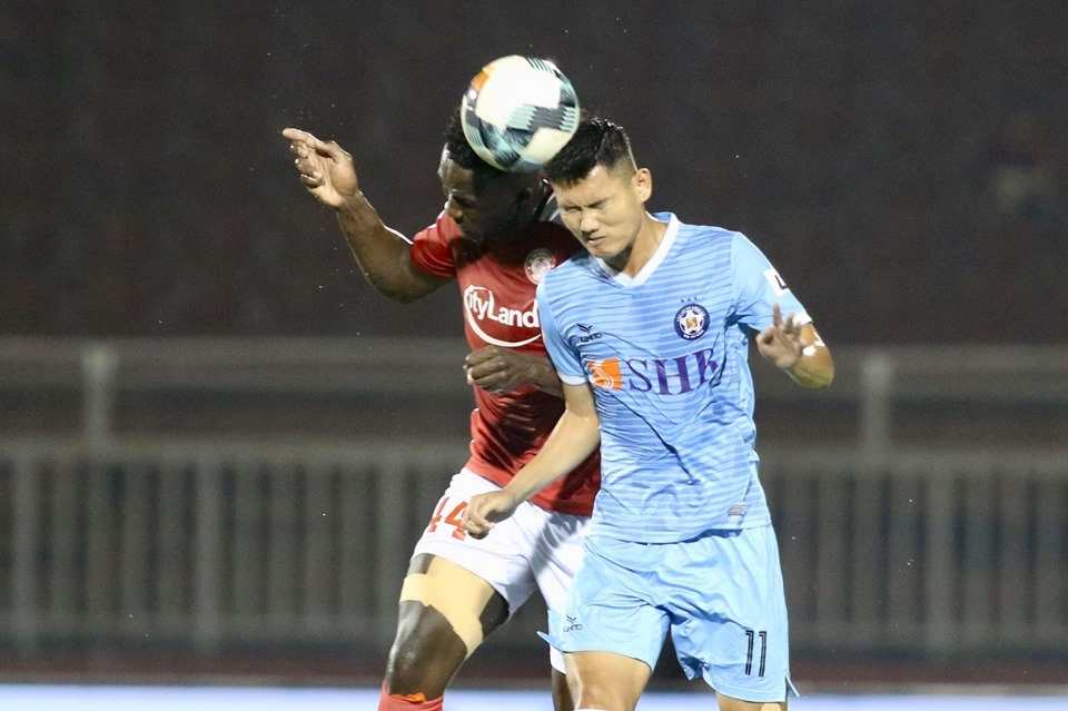 Tiền đạo Phan Văn Long có ngày thi đấu thành công khi ghi bàn cho Đà Nẵng trước TP.HCM. Ảnh: VPF.
