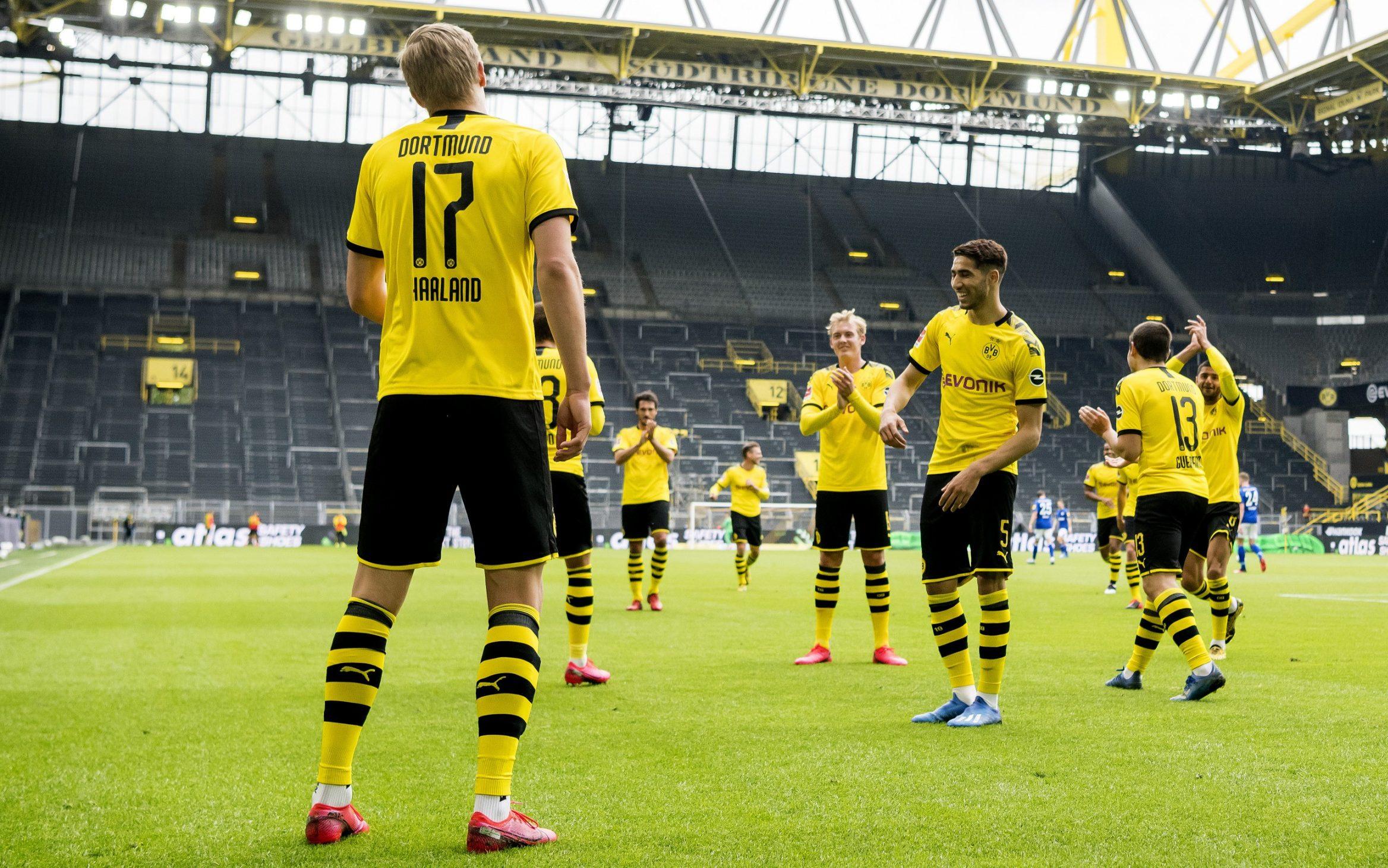 Trận derby Dortmund - Schalke cách đây hơn 1 tháng là trận đấu dùng âm thanh giả đầu tiên