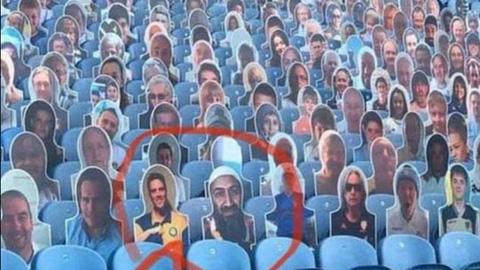 Hình ảnh trùm khủng bố Bin Laden trên sân Elland Road