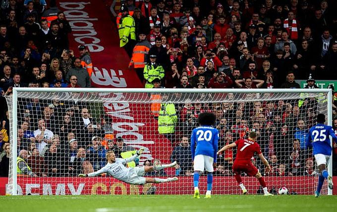 Milner ghi bàn từ chấm 11 mét quý giá cho Liverpool