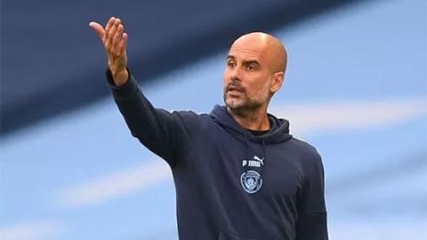 Guardiola úp mở khả năng 'Man City buông xuôi trước Chelsea