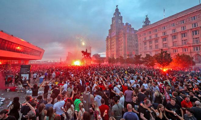 CĐV Liverpool ăn mừng vô địch quá khích: Chính quyền nóng mặt, sắp trả giá đắt - 1