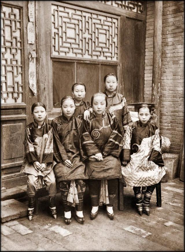Loạt ảnh quý giá phản ánh chân thật cuộc sống người Trung Quốc trong giai đoạn biến động từ cuối thời nhà Thanh đến thời Dân Quốc - Ảnh 1.