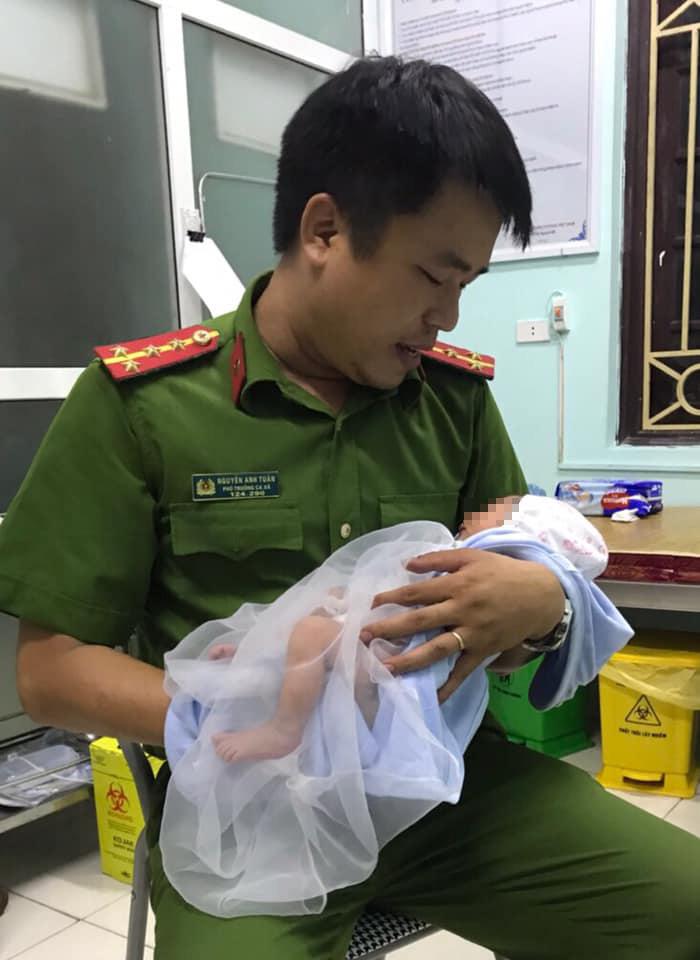 Phổi của bé sơ sinh bị bỏ rơi suốt 3 ngày dưới hố ga bị đông đặc - 2