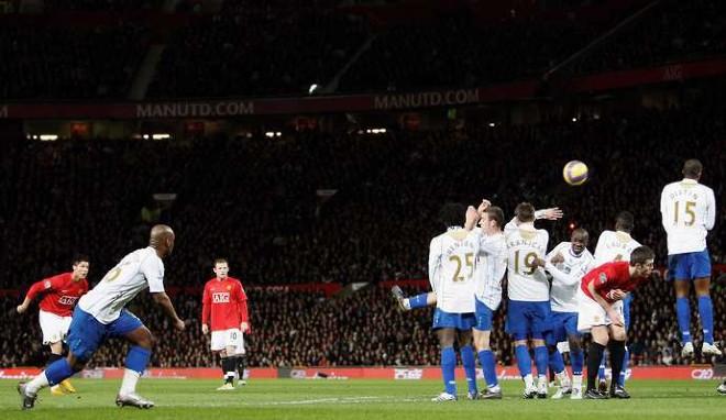 Sững sờ Ronaldo & 5 bàn thắng kinh điển: Cú bật 2,56m & pha vô lê tuyệt đỉnh - 2