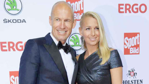 Robben xỏ giày trở lại do vợ… giật dây