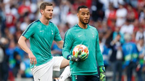 Tottenham ký hợp đồng ngắn hạn với 2 lão tướng ở hàng thủ