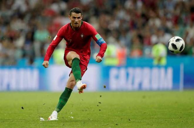 Sững sờ Ronaldo & 5 bàn thắng kinh điển: Cú bật 2,56m & pha vô lê tuyệt đỉnh - 3