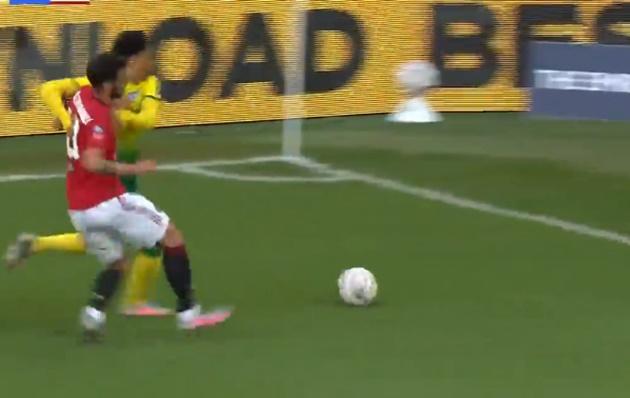 Bruno Fernandes shows incredible work ethic to win ball back - Bóng Đá
