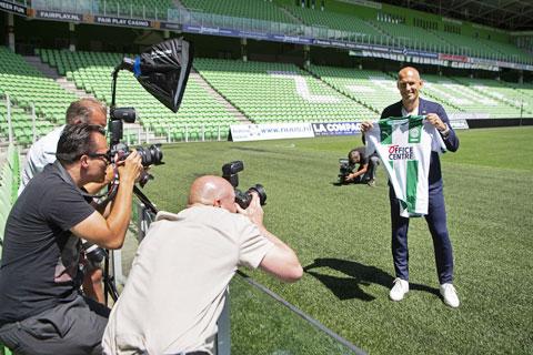Robben tái xuất trong màu áo đội bóng khởi nghiệp Groningen là nhờ công lớn của cô vợ Bernadien