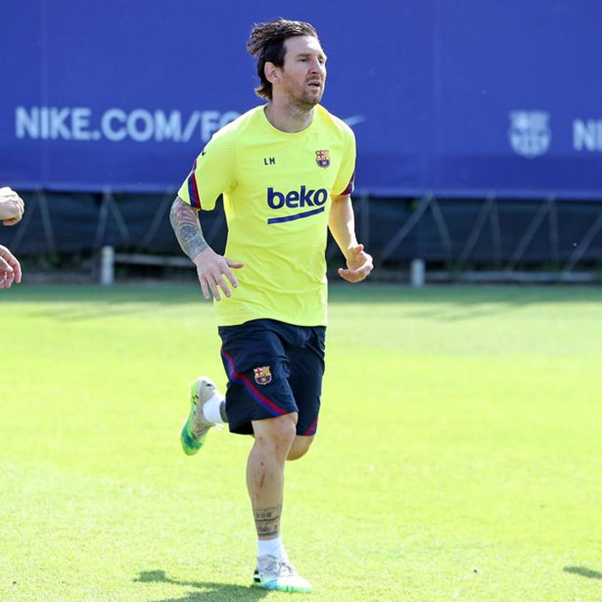 Vết thương dài trên chân phải của Messi